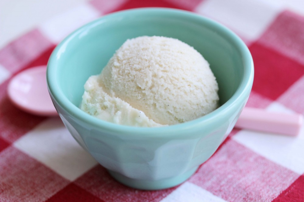 Creamy Dreamy Vegan Vanilla Ice Cream | juliehasson.com