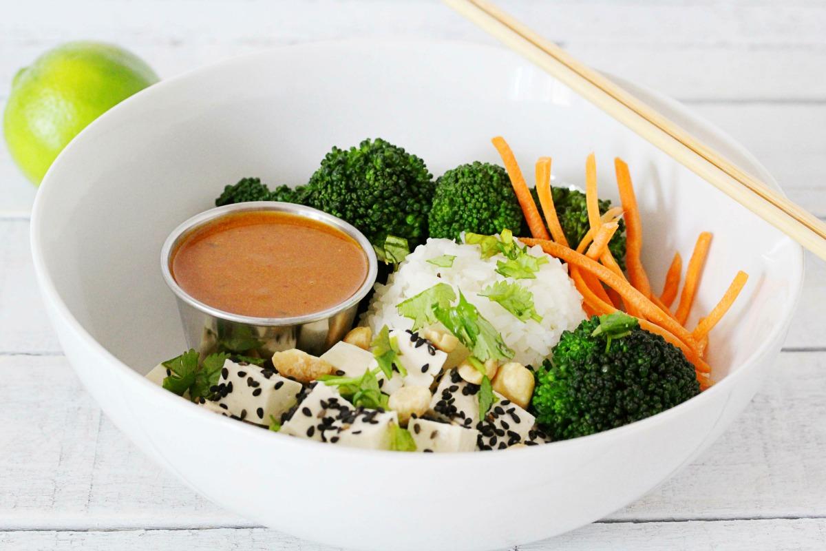 Easy Gluten-Free + Vegan Peanut Lime Garlic Sauce | Julie's Kitchenette